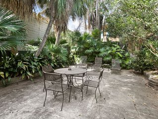Sleeps 12,  THREE  BLOCKS TO BOURBON ST. AND FRENCH QUARTER ATTRACTIONS.