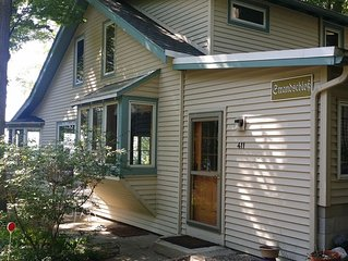 Summer vacation at charming Park Township cottage!