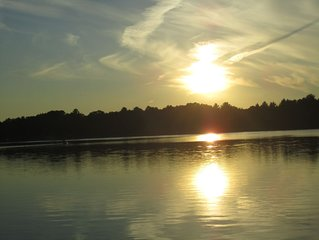 Charming lakefront home on Pine Lake (Waupaca)-RELAX & build memories-sleeps 12