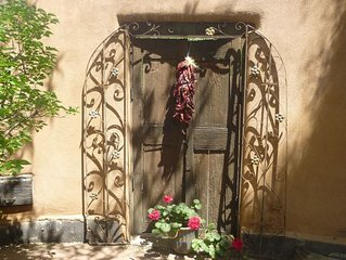 Spacious, beautiful - Ellie's! is 15 minutes from historic Santa Fe Plaze!