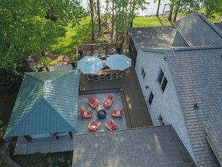Luxury Lake Front Home in Private Cove- Cul De Sac Atmosphere