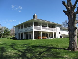 Rivendell: Peaceful and Perfect Home Located on Vineyard Lake and close to MIS