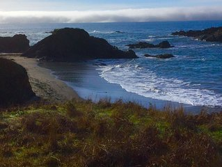 Pipers Reach! Ocean view home, Steps to Shell beach and... dog friendly.