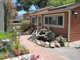 $85/nt Quiet Cottage - Stroll to Beach & Town!