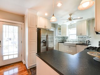 Quiet Cape, Minutes to Old Town Alexandria, Private Parking, Pet Friendly