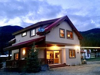 On River w/ Hot Tub* Luxury Ski Chalet- Great Views,  2 Living, Fiber Wi-Fi!