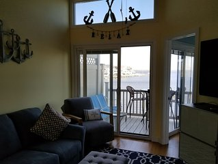 Direct Bayfront Condo 2br, 2bath- Pool, Tennis, Playground, Beach Badges