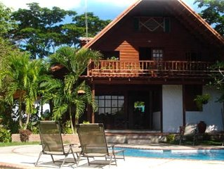 Relaxing Chalet w/ private pool...4 MIN WALK TO CABUYA BEACH! !