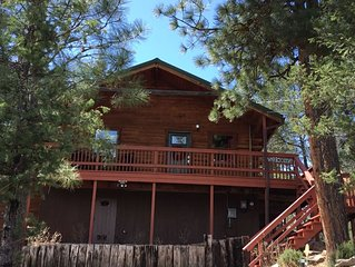 You'll love this fun cabin! Centrally located and minutes from Midtown.