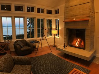 Spectacular, Private & Romantic Waterfront Getaway on Puget Sound - Sleeps 4