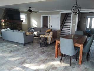 Kingsville Lakehouse -Affordable Luxury- sandy beach,walk to restaurants/winery