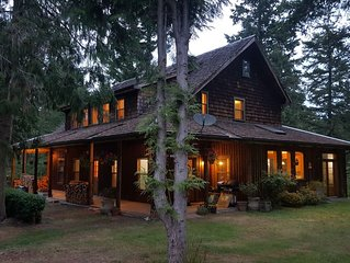 Waterfront Haven in the Trees, Private Yet Close to Ganges Town