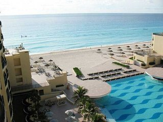 Royal Sands Resort & Spa: Best Section of Beach/Ocean in CANCUN!