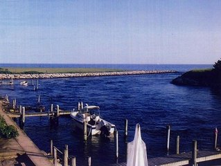 Water Front Beach Cottage In Charlestown W/ Access to Private Beach