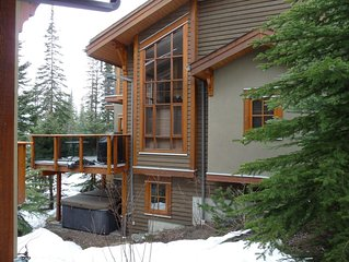 Spacious Ski In/Ski Out 4 Bedroom Condo At Sun Peaks