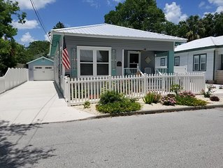 3bd/2ba Cottage-Visit beach by day and Walk to downtown St Augustine
