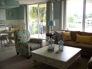 Gorgeous Condo and Ideal Vacation! Steps to Beach! Great couples get-away