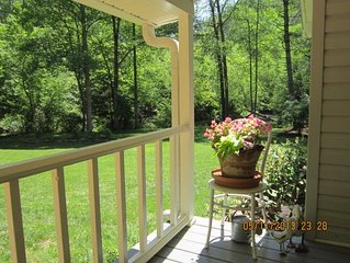 Riverfront  Cottage on the Chestatee with Free Firewood Jan & Feb