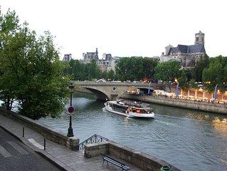 Luxury river-view apartment on the Ile Saint-Louis