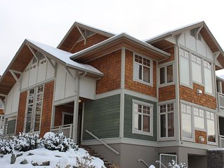 2 bdrm Ski In/Out Condo with private Hot Tub