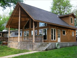 2 Bedroom A-frame with Dock Access & Boat docking