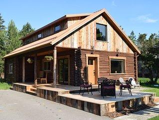 Delightful 3 bedroom Log Cabin near Greenough Park, newly remodeled