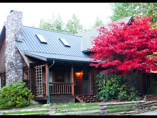 Luxury log home near Mt. Rainier/White Pass. 4BR2.5BA/views/firepit/hot tub/wifi