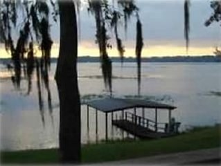 Lake Front House with Covered Boat Dock, Great Fishing, Pets, internet, canoe