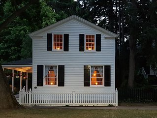 Experience Charming 1835 Cottage in Old Town. Steps to Queen, Shops, Shaw &Lake.