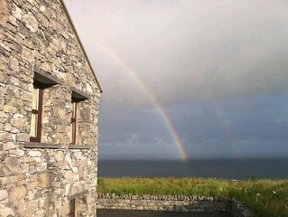 Directly on the Wild Atlantic Way,Free Wifi,Cable TV, BBQ Grill, 2 Fireplaces