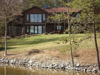 Beautiful Smith Mt Lakefront Home - Mountain Views - Level Lot
