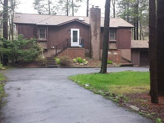 Large Lakefront-- Hot Tub, Pool Table, HDTV, Dock, Boats, Fire Pit!