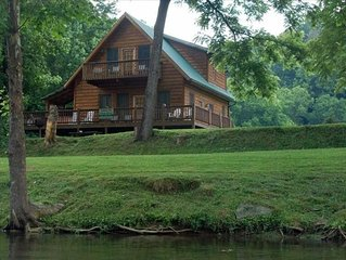 'Fishin Hole Cabin' Overlooking the 'Little River' in Townsend, TN  Family Owned
