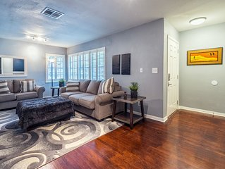 Med Center, NRG, Galleria, Downtown 3 Bedroom+ 2 Bath sleeps 8