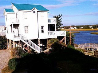 Two Seas- Beautiful Waterfront Beach House on Oak Island