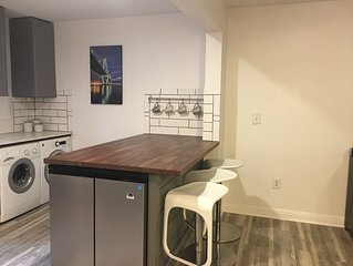 Beautiful modern condo, 10 minutes to beach and downtown Charleston!