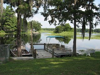 BASS HAVEN 3/1 Lake home. Beautiful Lakefront View.  Fish right in the back yard