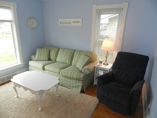 B & M Beach House - Perfect Location- 2 Blocks to Beach & Town