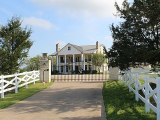 Game Day/Family Gathering/Wedding venue with Pool.  Largest in College Station.