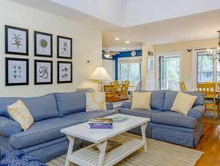 Inlet Cove Cottage - Pet Friendly - Close to Beach - Steps to Pool and River