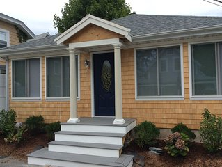BEAUTIFUL COTTAGE ONE BLOCK FROM BEACHES