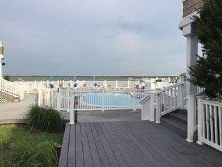 Bayfront! Large Pool! Amazing Sunsets! Boatslip!