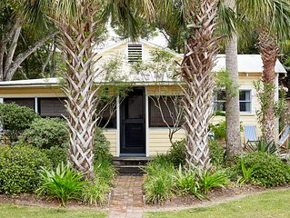 Charming designer owned 1940 cottage on Folly.  Romantic retreat. Renovated 2020