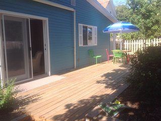 Beautiful charming cottage in heart of Empire Sleeping Bear Dunes,close to beach