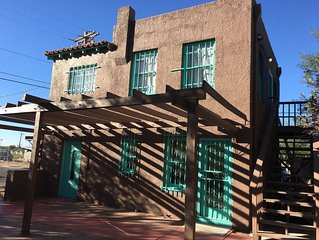 The Treehouse Tucson (Upstairs Apartment)