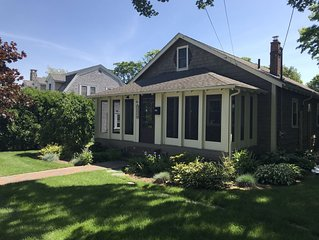 Beautiful Beach Cottage In the Heart of Narragansett Pier! Two Beach Passes!