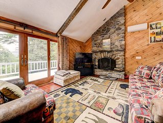 FIREPLACE, 4 BR, 3 BATH MOUNTAIN CHALET,  Separate Living Area Lower Level KIDS!