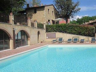 Appartamento con giardino privato e vista sulla piscina