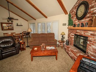 Sunny Side Up Golf/Ski Condo~Full Kitchen~Washer/Dryer~Garage~Gas Fireplace~WiFi