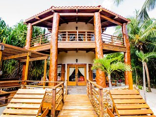 Stunning Villa, Walk Out to Pool and Beach! Free Golf Cart*